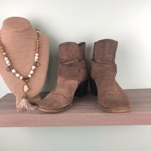 BCBGeneration Smoke Taupe Ankle Boots Size 6.5
